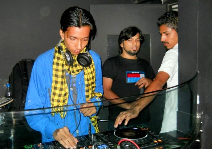 DJ Devmani playing live at zinc, Mumbai